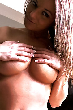 Nikki Sims sexy selfies